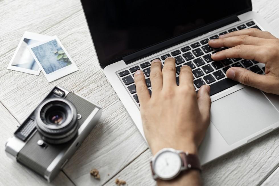 Jak powszechnie wiadomo obecnie produkowane mobilne stacje robocze muszą spełniać wiele zadań jak dostarczenie rozrywki, możliwość pracy poza biurem czy utrzymanie kontaktu z bliskimi lub współpracownikami